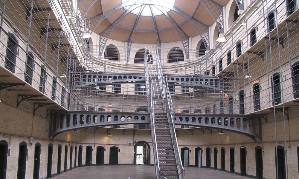 교도소 보안 감시 시스템